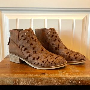 New Madden Girl Tan Booties Size 7.5